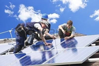 https://www.quetzalingenieria.es/wp-content/uploads/2018/12/7983262-trabajadores-de-la-instalacion-de-paneles-solares-fotovoltaicos-de-energia-alternativa-en-el-techo.jpg