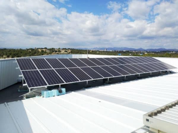 Instalación fotovoltaica en cubierta plana