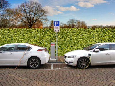 Cargando coches eléctricos