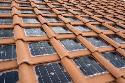 Tejas solares integradas en teja cerámica